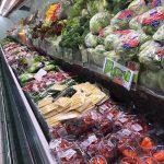 おいしそうな食材が並ぶスーパーマーケット